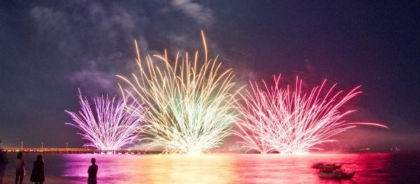 Vuurwerkshow op de invasiestranden