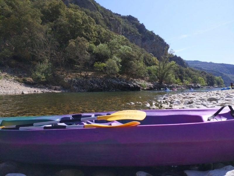 Klaar om 32 kilometer te kanoën