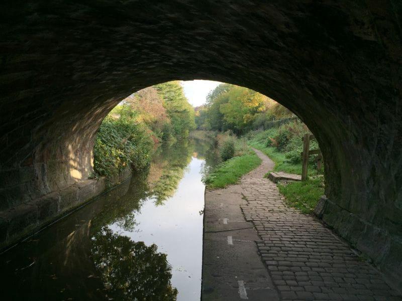Onderdoorgang bij een kanaal