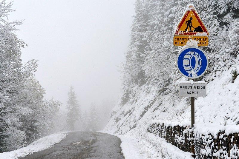 Op deze weg zijn winterbanden voldoende.