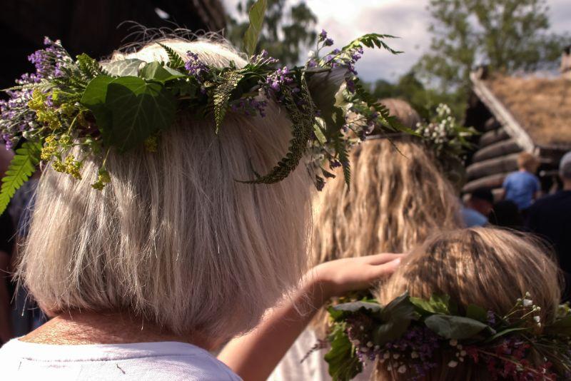 Midzomerfestival in Noorwegen: elk jaar op 23 juni met veel zon, bloemen en lekkers.