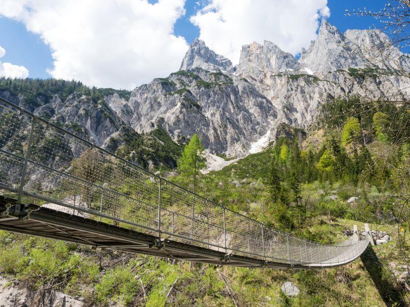De hangbrug in het Klausbachtal belooft een geweldig alpenpanorama.