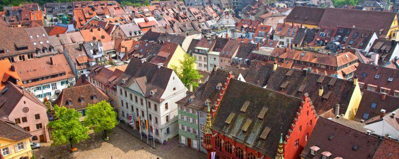 Die historische Altstadt von Freiburg im Breisgau.