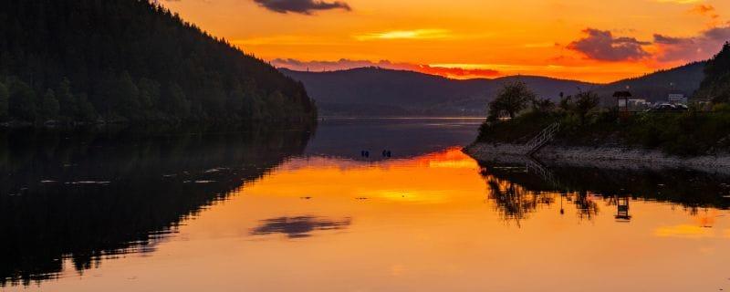 Ein Bilderbuch-Sonnenuntergang am Schluchsee.