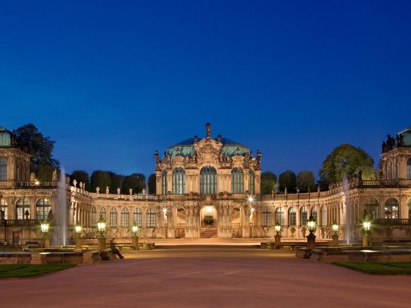 The Zwinger palace was not intended to stay in, but serves as a palace to display (art) collections.