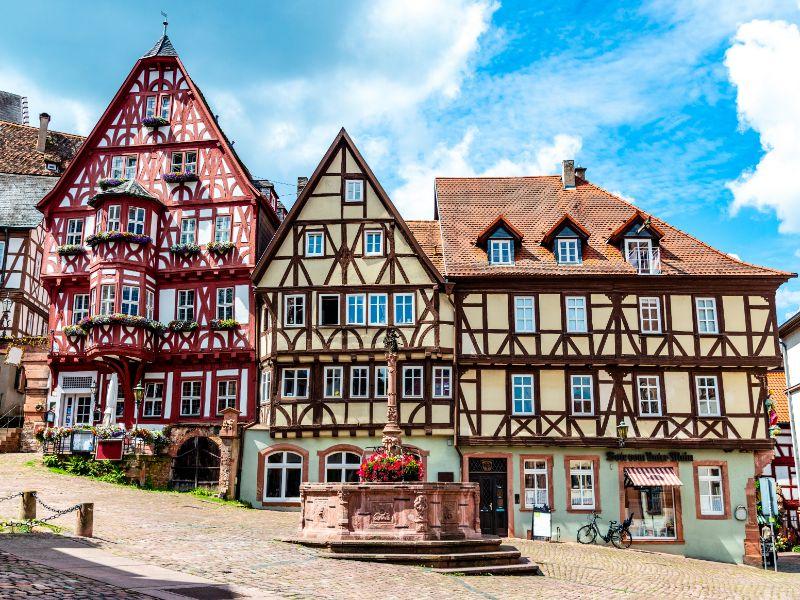 De Duitse Vakwerkroute laat je kennis maken met dit soort typisch Duitse vakwerkhuizen. Dit plaatje komt uit het wonderschone stadje Miltenberg.