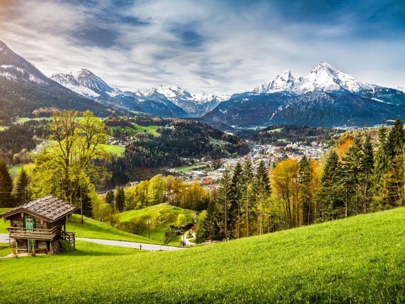 Er zijn maar liefst 150 verschillende Duitse vakantieroutes. Wat dacht je van een beetje klimwerk - en fantastische uitzichten - in de Duitse Alpen?